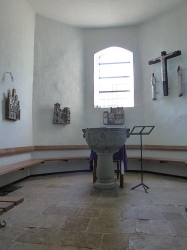 Eglise Saint-Martin. Vue intérieure du baptistère.