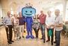 Associados da PRÓ-TV ao lado do Mascote Digital