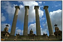 Quatre columnes i tres palaus, Barcelona