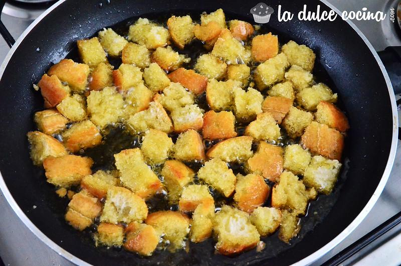 Picatostes hechos a la sartén con un poco de aceite de oliva