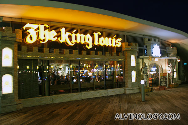 The King Louis Bar & Grill at Vivocity
