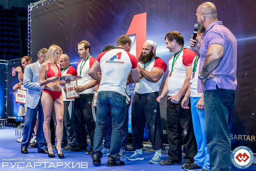 Nicholas Mishta giving the prizes to the Absolute Class winners │ A1 RUSSIAN OPEN 2013, Photo Source: armsport-rus.ru