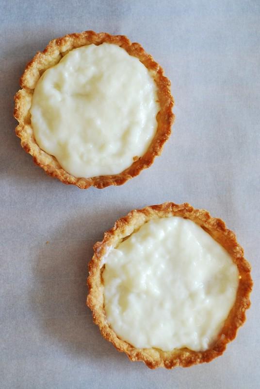 Berry tartlets with creamy kefir tart filling