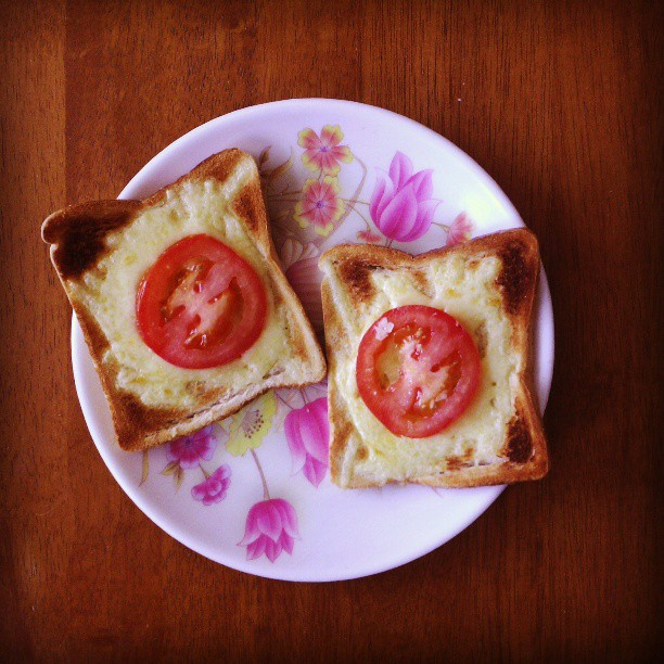 I had such a craving for cheese on toast last night that I ended up making them for breakfast with giant tomatoes. #breakfast #cheeseontoasts #cravings #toast #tomato #bread #food #foodporn #instafood