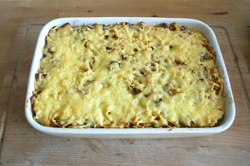 45 - Käsespätzle mit Spitzkohl & Pilzen - fertig überbacken / Cheese spaetzle with pointed cabbage & mushrooms - finished baking