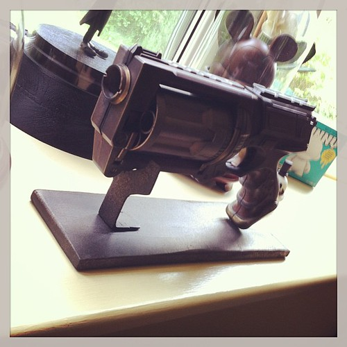 Made a custom stand for the blaster #leedssteampunkmarket by [rich]
