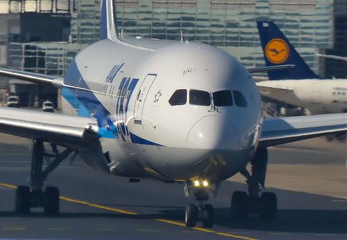 Boeing 787, Frankfurt Airport,22Sep13.01