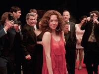 "LOVELACE: รัก ล้วง ลึก ภาพยนตร์เปลือยชีวิตจริงของหญิง  ผู้ทรงอิทธิพลแห่งยุค 70's  ""ลินดา เลิฟเลส""   ผ่านฝีมือการแสดงของนักแสดงสาวที่ ใจเด็ด และ กล้าหาญ กับการตัดสินใจรับบทบาทนี้  ""อแมนด้า ไซย์ฟรีด"""