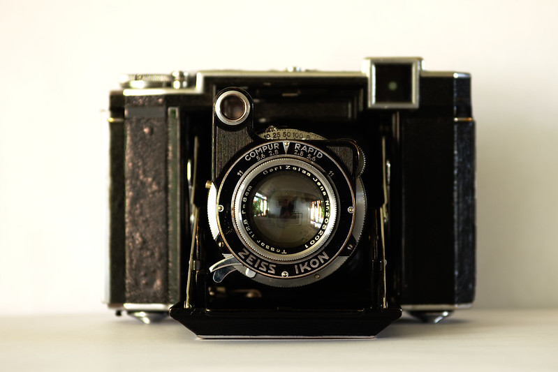 Zeiss-Ikon Super Ikonta B, 1937. The Way-Back Portrait Machine.
