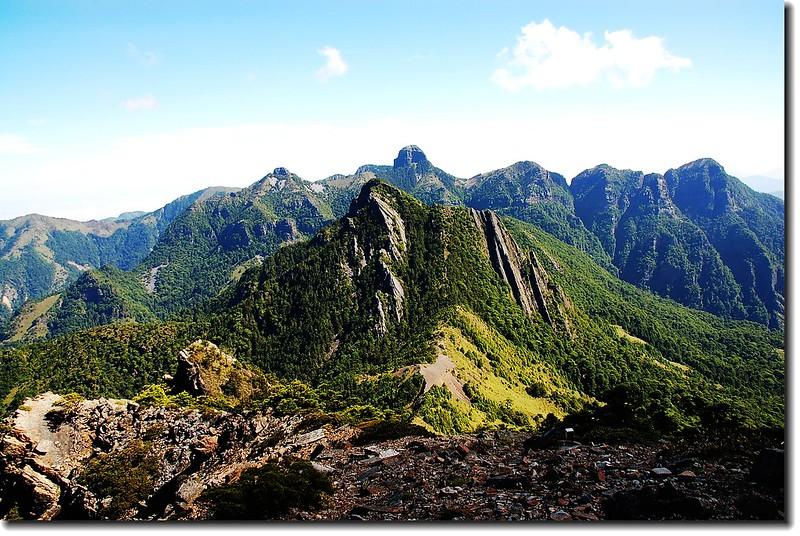 布秀蘭山北望巴紗拉雲、大霸群峰