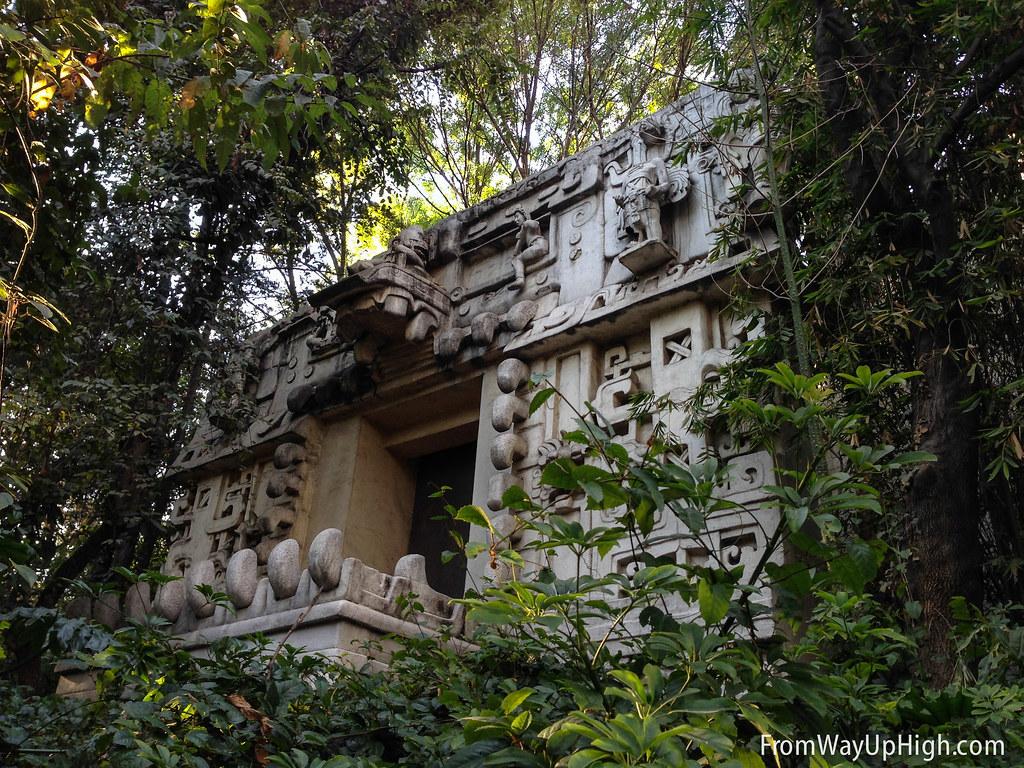 museo nacional de antropología gardens