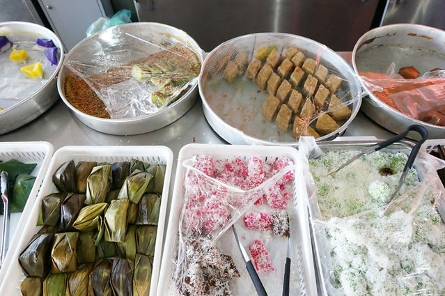 malay nyonya kuih in melaka - Perhentian kuih kampong-004