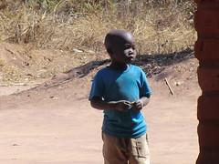 Zambia. Aldea entre Kasama y Mporokoso. Niño
