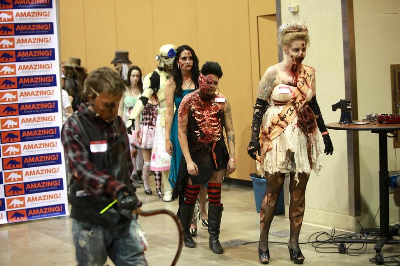 Zombie cosplayers