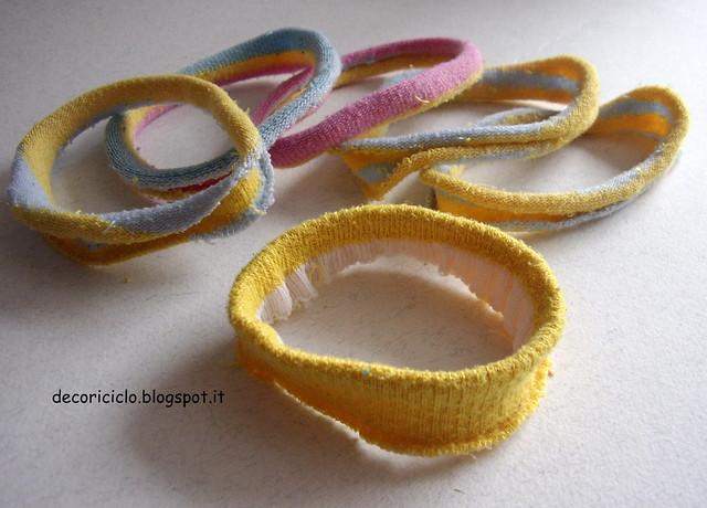 riciclo calzini bracciali ed elastici per capelli 3