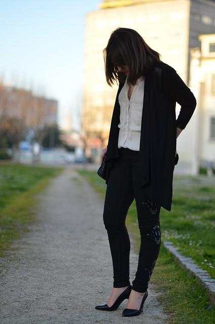 chaqueta negra fluida