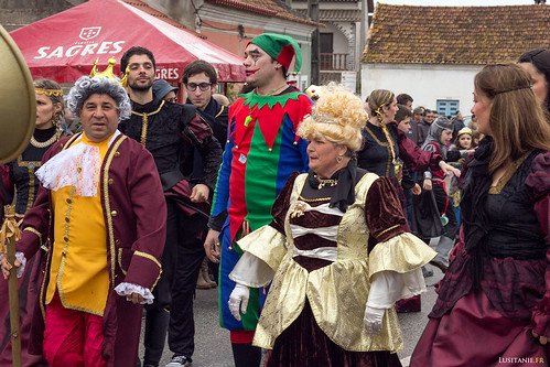 Le Roi et la Reine, accompagnés de la Cour.