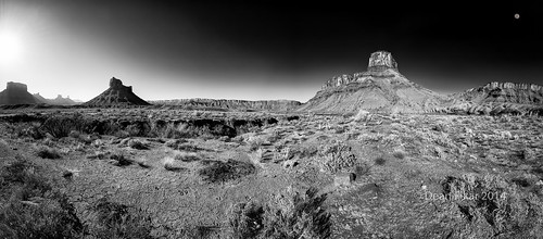 park shadow sky panorama cliff sun moon white black mountains southwest monochrome sunrise landscape dawn utah sandstone rocks butte shadows unitedstates desert objects dry ledge flare moab rays geology arid mesa rugged sagebrush gulch lasal rockyrapids