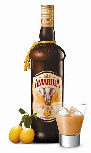 Amarula fles met glas en fruit