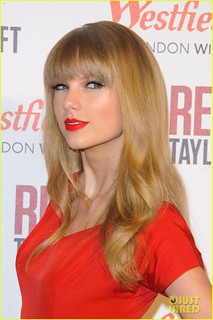 I-love-tihs-picture-100-taylor-swift-34066907-814-1222