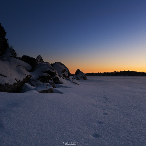 sunset sky gradient snow ice lake leppävesi rocs shore glow nikon d3100 nikkor 175528 suomi finland jyväskylä leppälahti footprints nature landscape photography amazing earth instagram laurilehtophotography luonto maisema ilta evening taivas auringonlasku bluehour sininenhetki cold