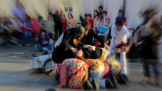 La muerte y resurrección de Pitxu, el calderero, cierra las representaciones de las Maskaradas (Grupo de Gamere-Zihiga 2013).