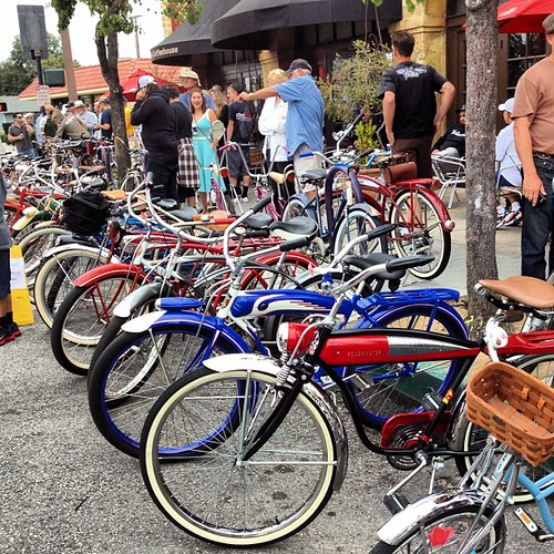 There must be about 200 classic bicycle cruisers (mostly Schwinns) at the monthly Cyclone Coaster meetup in Long Beach.