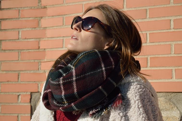 lara-vazquez-madlula-tartan-foulard-chic-style-cat-sunglasses-fashion-blog-christmas-look