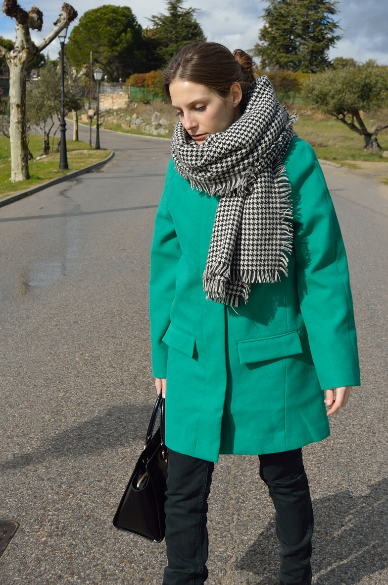 lara-vazquez-madlula-blog-green-coat-winter-time
