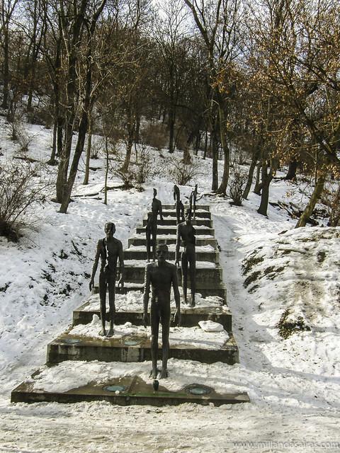 Monumento a las Víctimas del Comunismo en el Monte Petrin