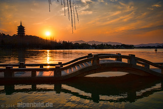 Sunset at West Lake, Hangzhou by alpenbild.de
