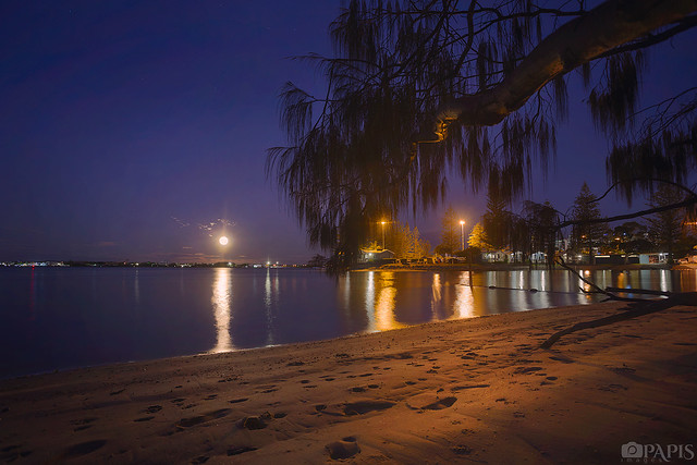 Moonrise over Broadwater