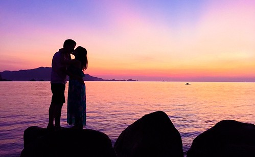people love sunrise kiss couple romantic happycouple lovely rise nhatrang binhminh couplekiss binhba binhbaisland daobinhba kisstogether