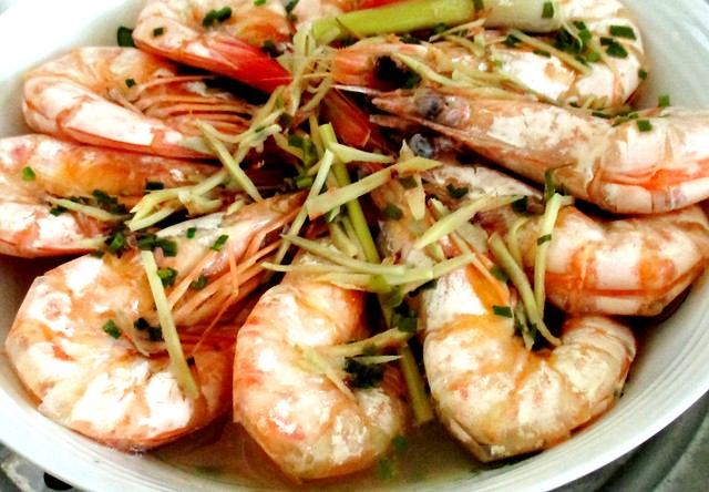 Drunken prawns with  tuak 2