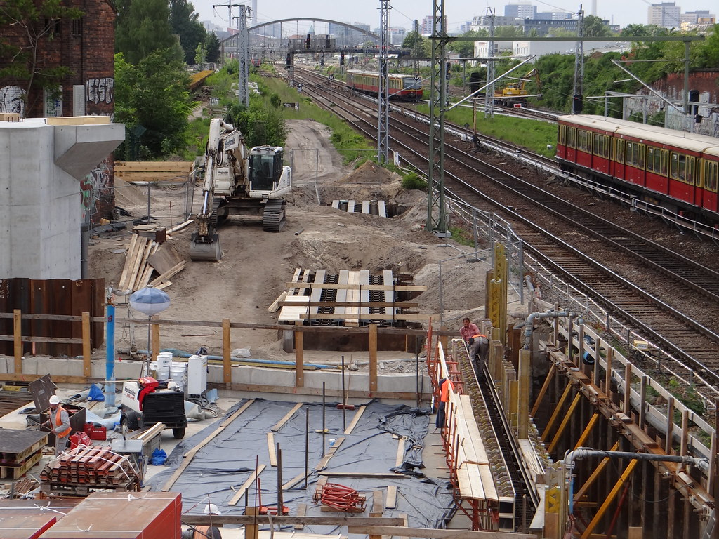 Hilfsbrücken für das Fernbahngleis