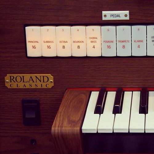 Roland Classic Organ C-330