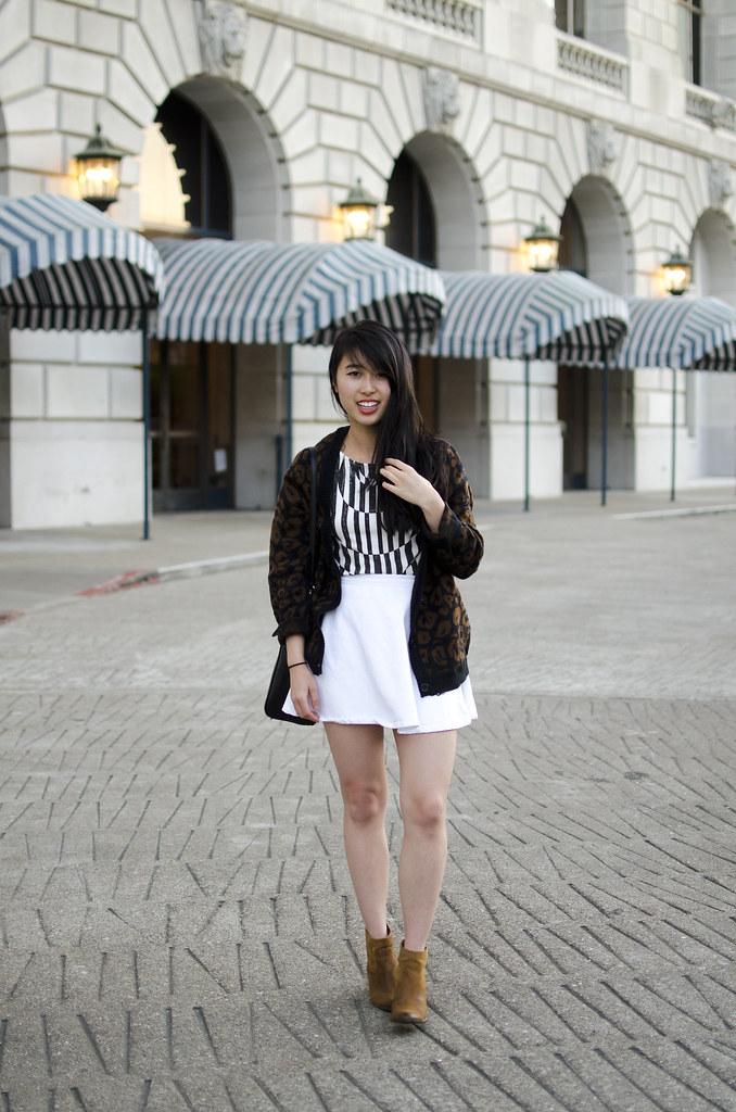 san francisco blogger, swaychic tee, how to style heeled booties, nastygal sweater