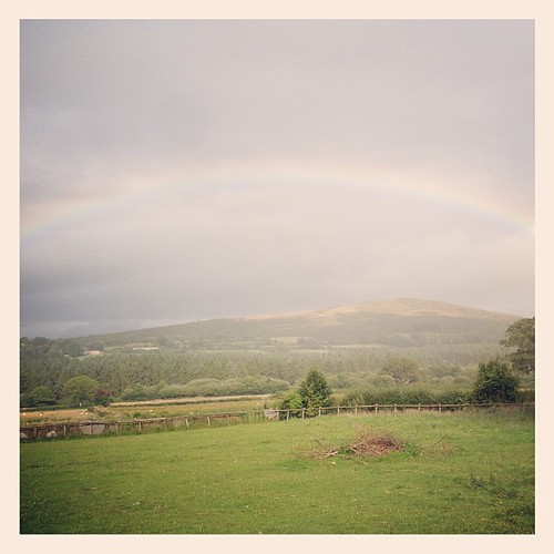 We arrived back at the farm that is so precious to us since our first visit just after Freddie died... Within in 3 minutes, a rainbow appeared. Hello, little boy.