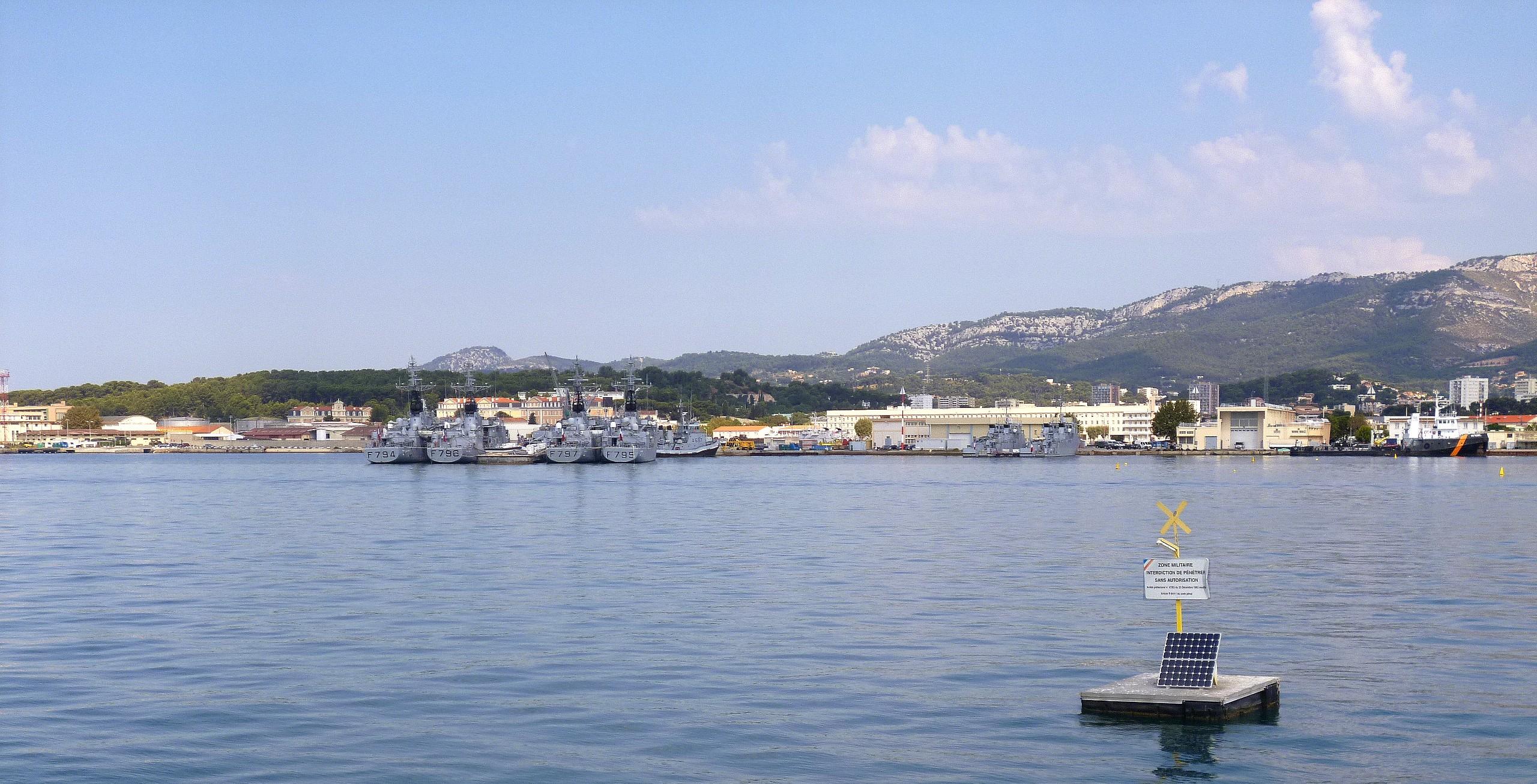 Les news en images du port de TOULON - Page 36 9562313651_9bcbcf4c4c_o