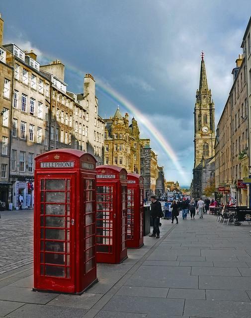 Edinburgh by CC user DncnH on Flickr