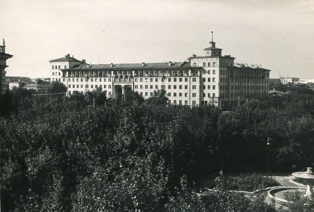 49_Красноармейская площадь с видом на дом Офицерского состава