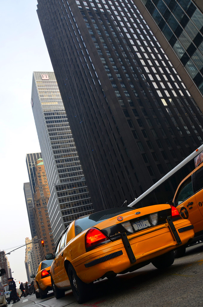 Taxis moviéndose por Nueva York