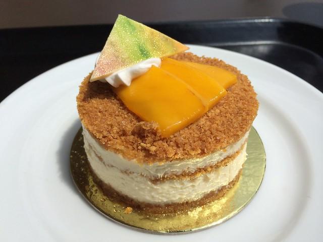 Mango madness cake - Starbucks