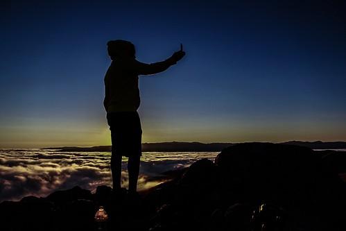 clouds sunrise silhoutte topoftheworld missionpeak selfie seaofclouds missionpeakregionalpreserve missionpeaktop