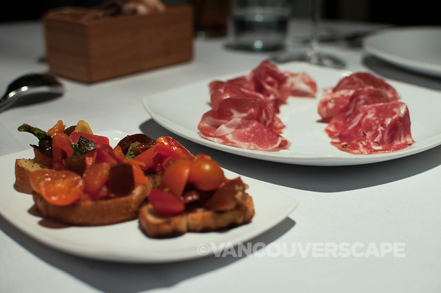 Tomato bruschetta, Salumi