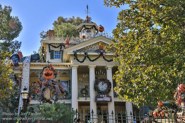 Disneyland Dec 2012 - Wandering through New Orleans Square