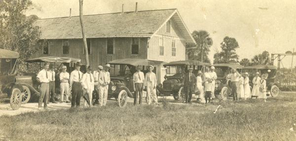 Koreshans in front of their general store in Estero, Florida