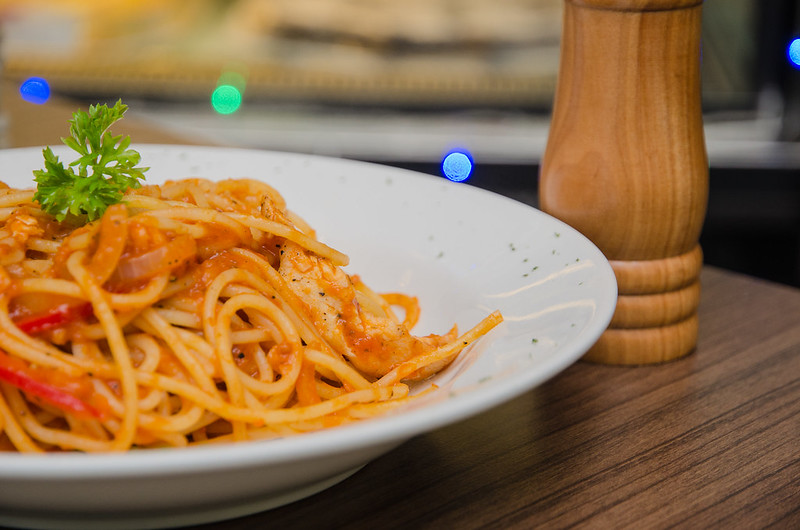 Olio. Pasta sauteed with healthy olive oil, minced garlic and toasted ...