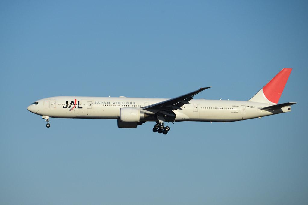 JAL 777-300ER JA738J