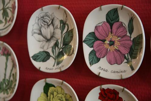 日本人喜歡的Esteri Tomula設計師,繪有很多花的裝飾